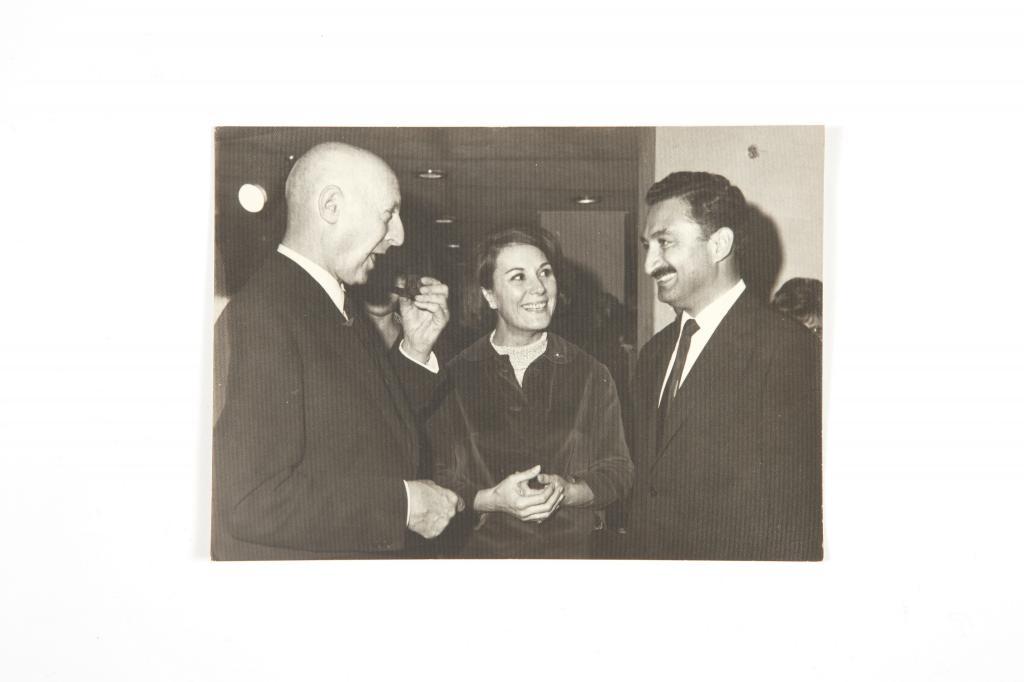 Durand Bulvarının yazarı Armand Salacrou-Çevirmeni Adalet Ağaoğlu ve Bülent Ecevit 1965-1966