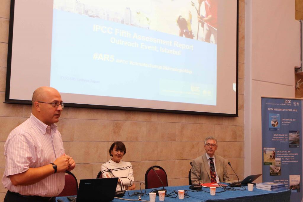 Levent Kurnaz basın çalıştayının ''hoşgeldiniz'' konuşmasını yaptı