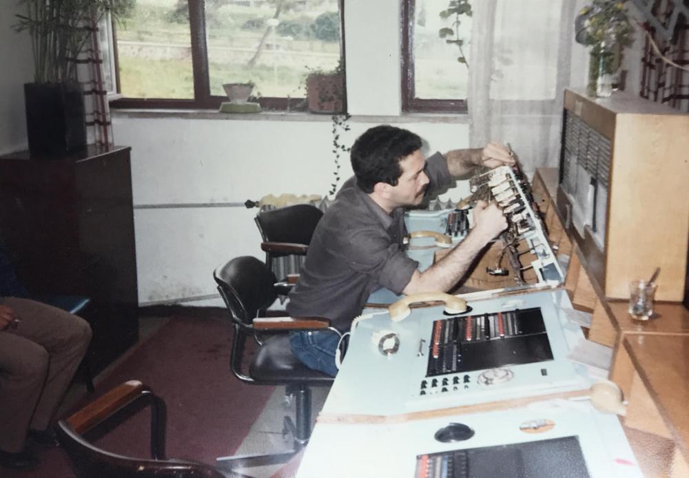 Merih Pekcan 1980'lerin başlarında iletişim şubesinde