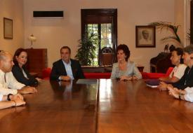 Törende, Rektör Gülay Barbarosoğlu ile Ayvalık Belediye Başkanı Rahmi Gençer ve beraberindeki heyetin yanı sıra, Rektör Danışmanı  Prof. Dr. Fikret Adaman ve Rektör Yardımcısı Prof. Dr. Ayşe Mumcu da yer aldı.