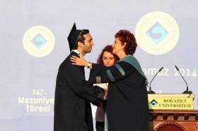 Törende, 2013-2014 dönemi fakülte ve bölüm birincilerinin yanı sıra diğer başarılı öğrencilere de ödülleri takdim edildi.