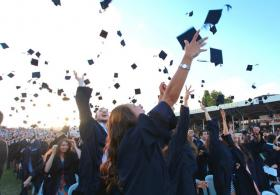 499 öğrencinin onur listesine girdiği, 188 öğrencinin ise yüksek onur listesine girdiği mezuniyette, tören öğrencilerin kep atması ve kutlamalarıyla son buldu.
