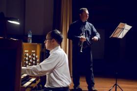 Albert Long Hall 12 Kasım'da trompet ve orgun söyleşisini içeren 'Meleklerin Trompeti' gecesinde İngiliz sanatçılar Howard Rowntree ve Terence Charlston'u ağırladı.